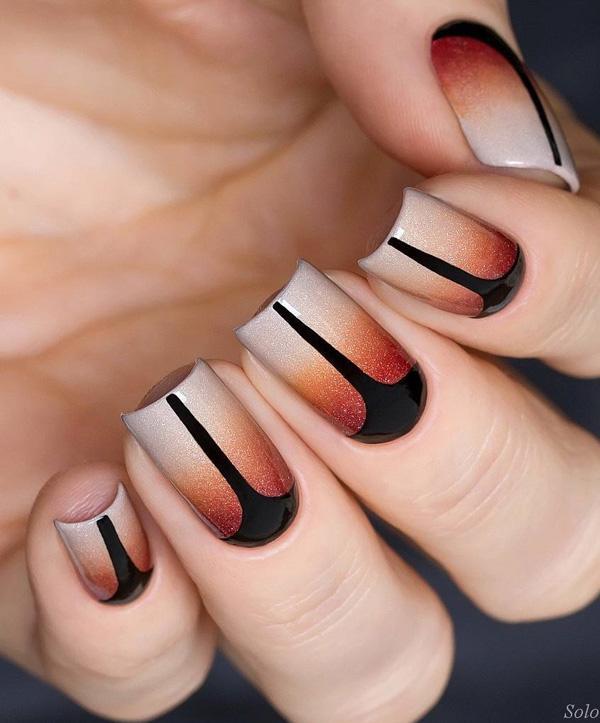 Два метода мудро встроены-корень ногтя в другой цвет и черные детали на ногтях. Гель или лак для ногтей с бриллиантовым блеском будет способствовать общему внешнему виду много.