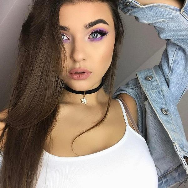 Purple color is many people's favorite. This is perhaps because of its mystique or magic. Because of the effective shadow, lips are not exaggerated with lipstick in a bright color.