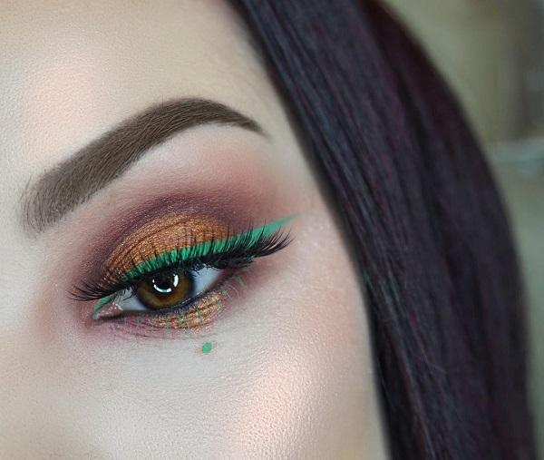 It's spring, and there aren't dark colors anymore. Play with colors on your eyes because everything is allowed!