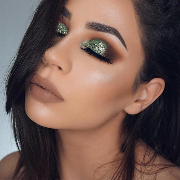 The eyes are a very prominent part of our body, and therefore in the makeup people pays great attention to the eye shadows. Sparkling shadows nicely emphasize colors. When choosing it is important to know which color goes with some ten, so there would be no mistakes.