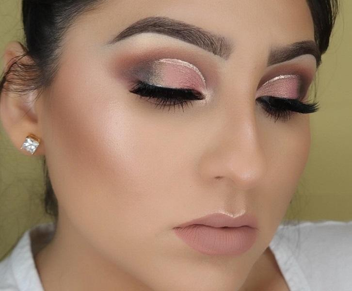 Very nice makeup. I would add some huge earrings for evening out at some ceremony. You could take this make up and  during the day regardless of the discrete glittering line drawn just above the eye.