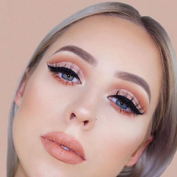 Orange matte lipstick is absolutely hit of the season!