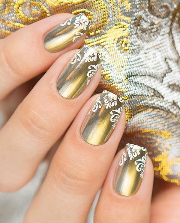 Такая форма ногтей стоит практически у всех. Если у вас есть короткие пальцы, эта форма визуально удлинит их.