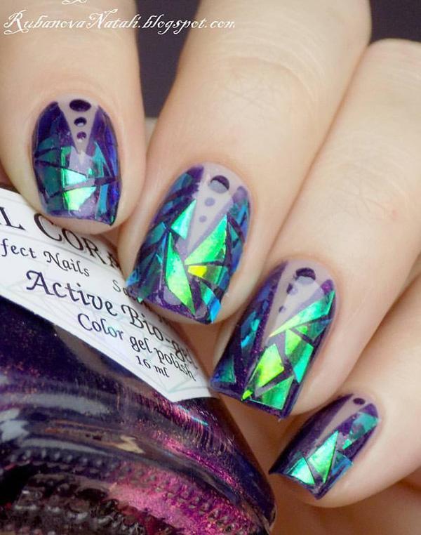 Геометрические фигуры на ногтях, такие как круги, треугольники, линии, кубики, всегда желанный и популярный выбор.