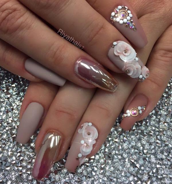 Сочетание матовых цветов для ногтей и один с блеском является хорошим выбором. Матовый цвет сдержанный и неприметный, поэтому очень жизнерадостный тон ему придают глянцевые лаки для ногтей.