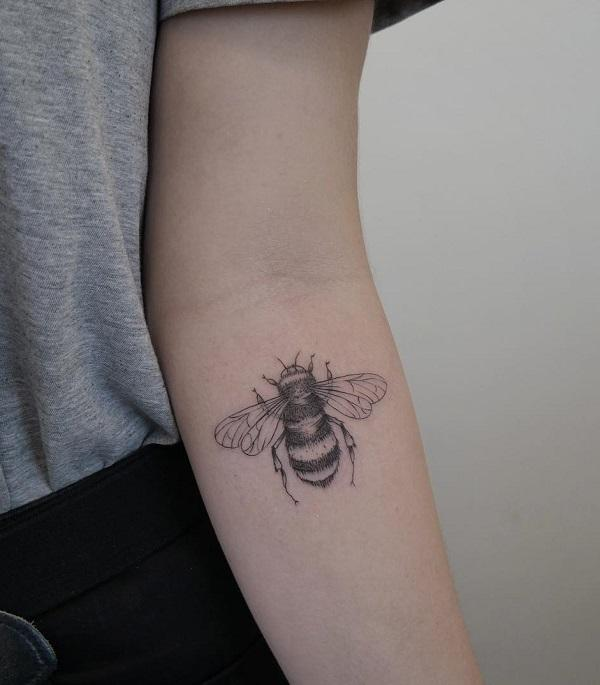 16581c3fa The Stunning Forearm Bee Piece. This stunning little bee tattoo is  definitely a sight worth ...