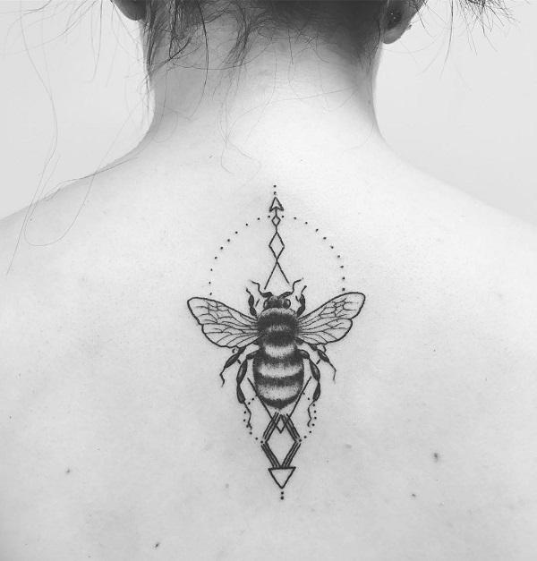 275a37bda This simple back piece with bee is definitely the attraction for someone.