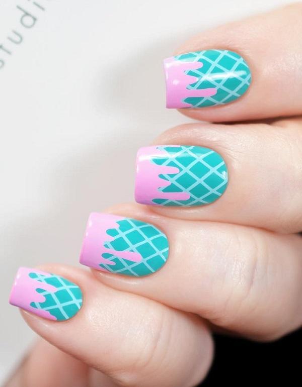 Геометрические формы, такие как кубики, квадраты, ромбики и треугольники, могут украсить ваши руки. Пусть вашим вдохновением будет этот маникюр из картины.