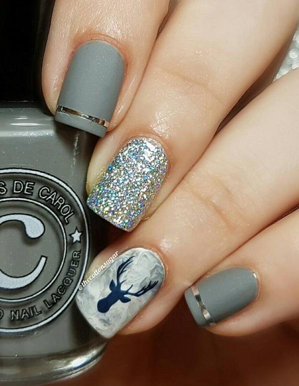 Тенденция заключается в том, что один или два ногтя остаются от остальной части маникюра, или что они отличаются, например, с изображением.