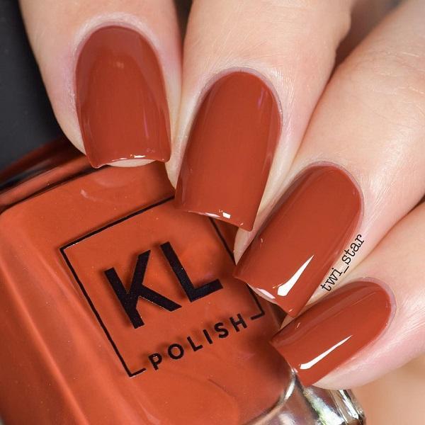 Будь то лето или зима, красная помада и красный лак для ногтей-это безопасный выбор.